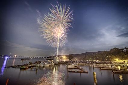 ar_Fireworks3
