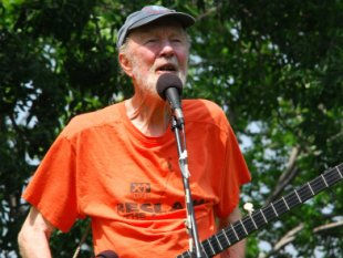 "Pete Seeger at the ""Healthcare For All"" Rally in Nyack's Memorial Park, Sept 2009."