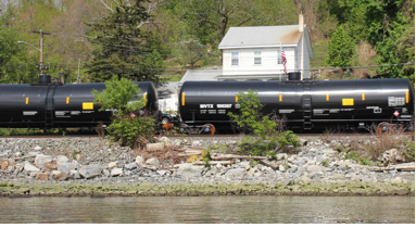 Crude oil train passing through Rockland County. Photo Credit:  Riverkeeper
