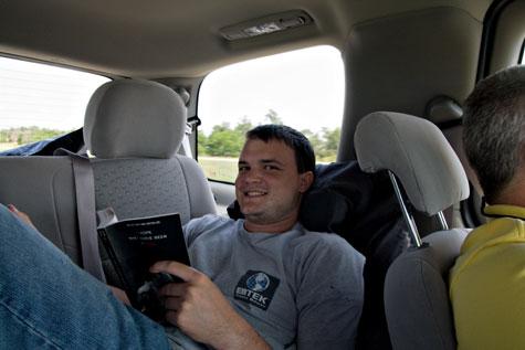 reading-in-car