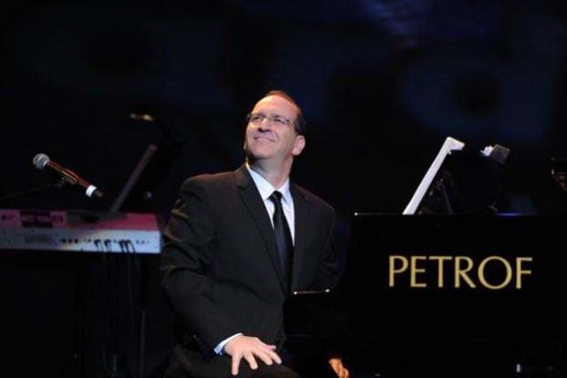 Neil Berg performing '100 Years of Broadway.'